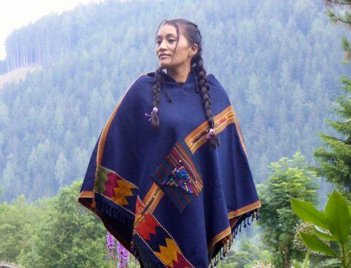 JETZT WIEDER ERHÄLTLICH: die große Variante der Maya-Ponchos aus Guatemala