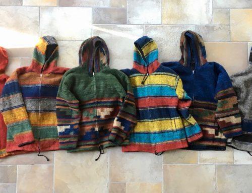 Jetzt neu: handgemachte Kapuzenjacken aus Schafwolle