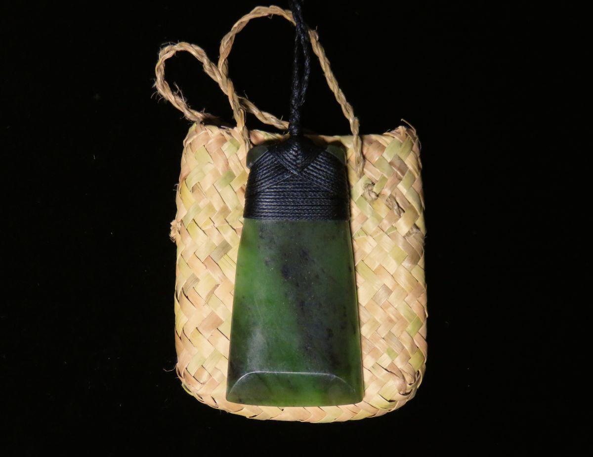Jade-Toki, die Axt Gottes, die den Menschen und seinen Lebensweg ausformt.