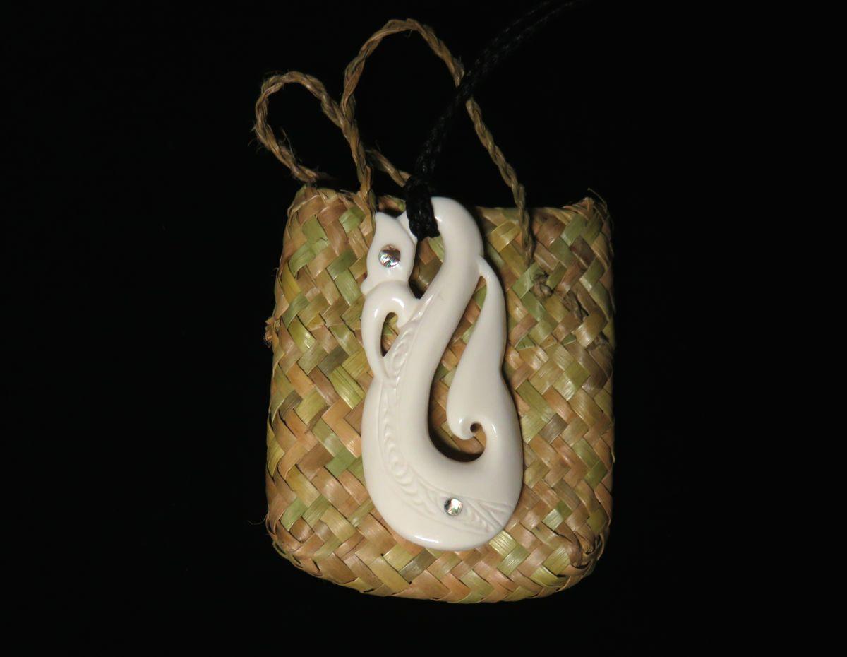Manaia aus Knochen, ein klassisches Schutzamulett