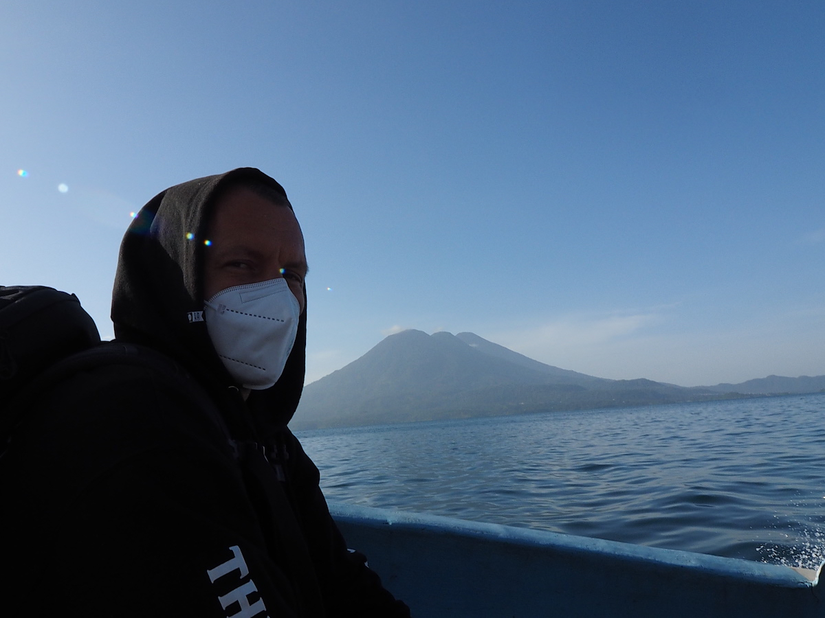 Maskenpflicht, sogar am Boot am Atitlán See